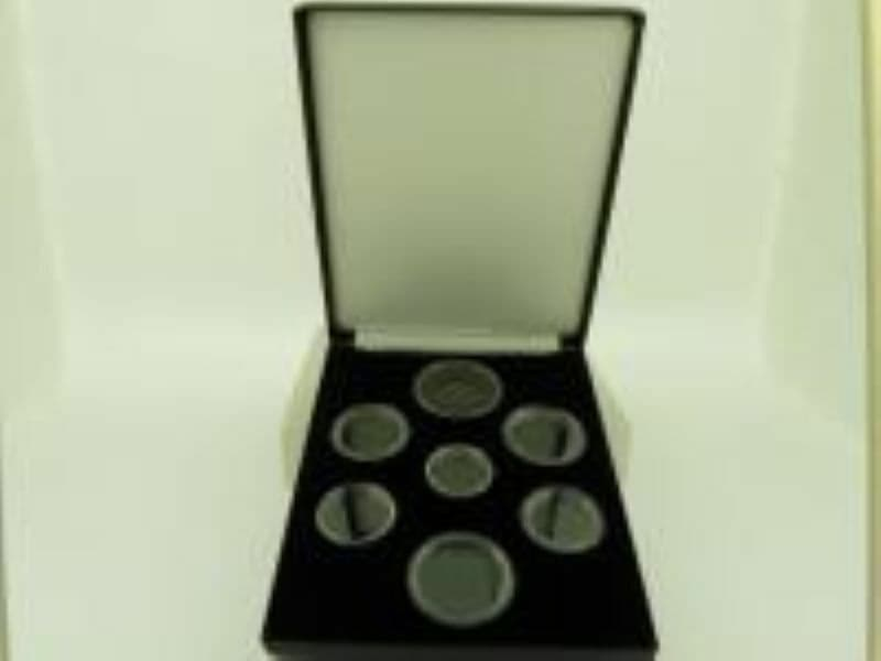 Deluxe case for 7 Royal Mint Shield design Coins Coin Display with capsules